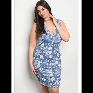 Dresses & Skirts - 💋Blue and white floral dress plus sizes💋